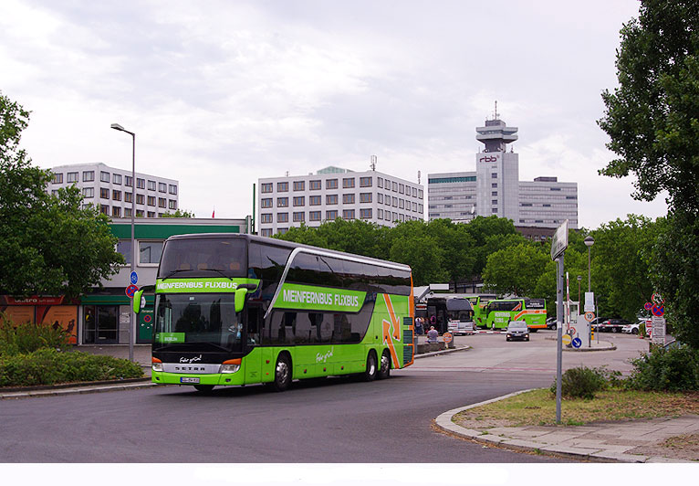 Meinfernbus Setra Doppeldecker S 431 DT in Berlin am ZOB